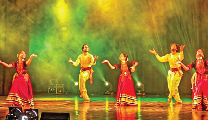 Bangladesh, Indian artistes perform in spl dance show