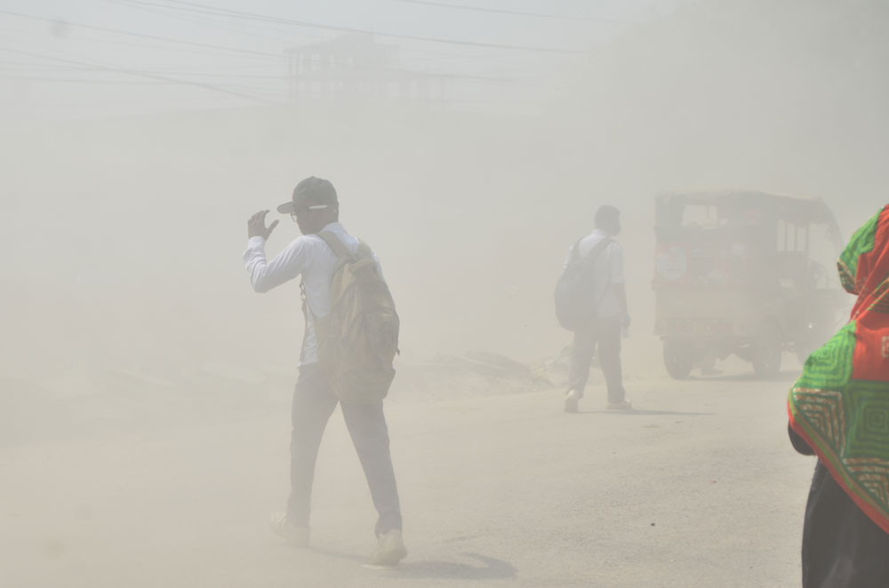 Dhaka keeps grappling with 'hazardous' air