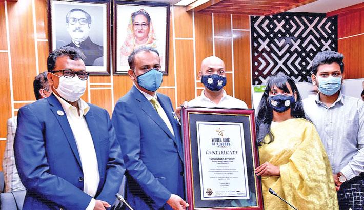 Land minister honoured for contribution in digitalisation