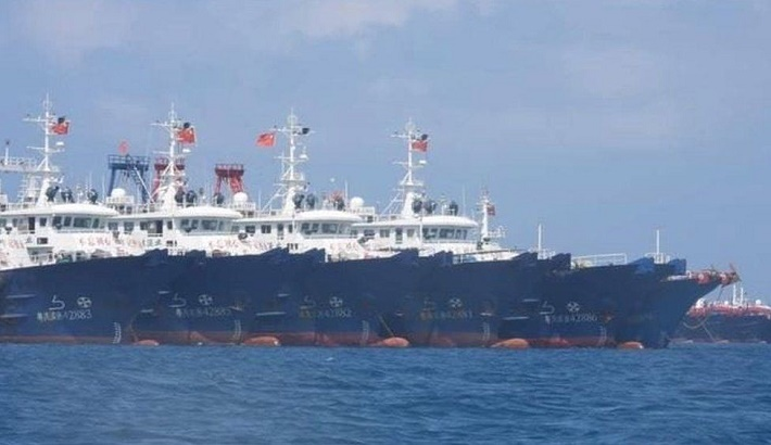 South China Sea dispute: Huge Chinese 'fishing fleet' alarms Philippines