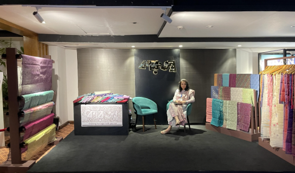 Karutantra promotes the weaving heritage of Dhakai Jamdani, Participating in Royal Bengal Atelier by Le Meridian