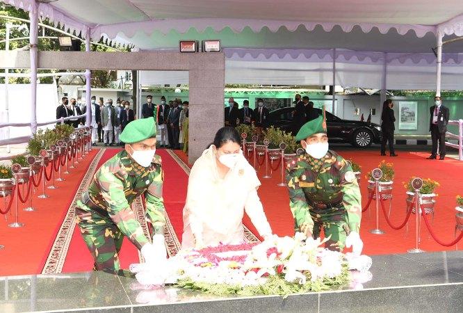 Nepalese President Bidya Devi Bhandari pays tributes to Bangabandhu