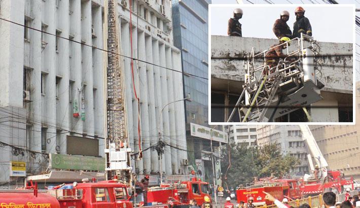 Adamjee Court Bldg catches fire