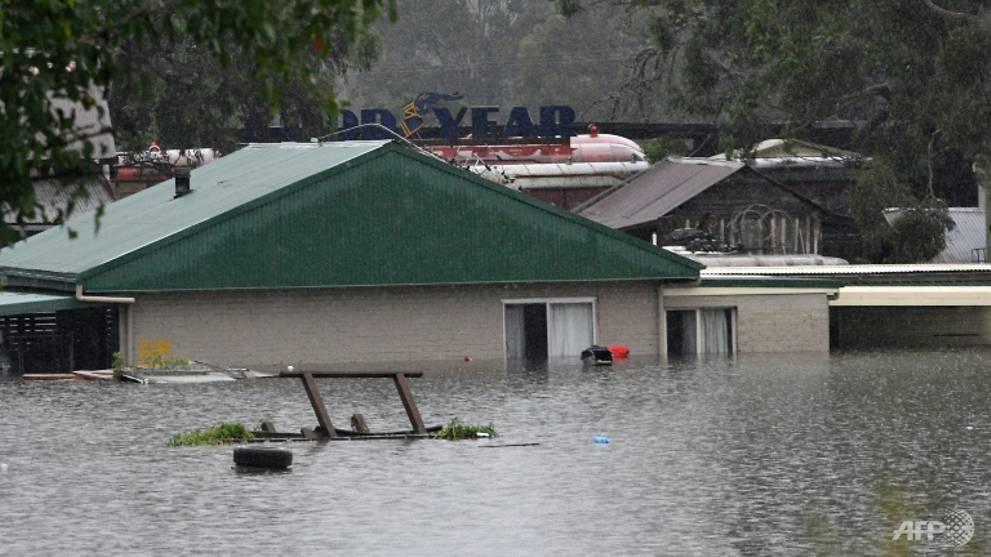 Australia floods hit new areas as disaster worsens