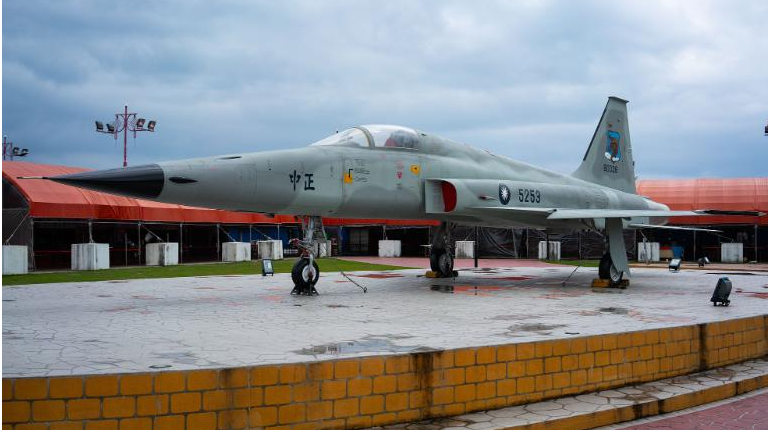One pilot dead, one missing after two Taiwanese fighter jets crash