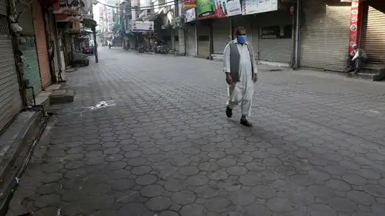 Pakistan: Micro-smart lockdown imposed in cities as Covid-19 cases rise