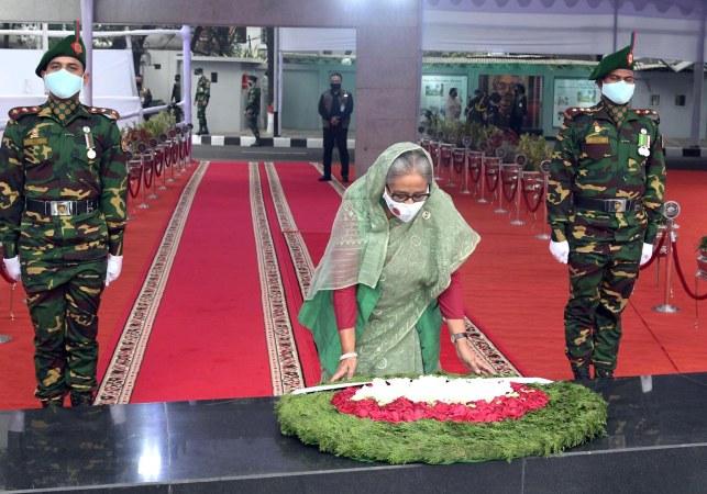 PM pays homage to Bangabandhu at Dhanmondi