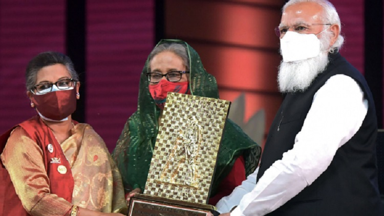 Modi hands over Gandhi Peace Prize for Bangabandhu to his daughter