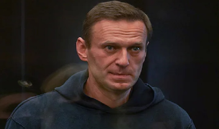Navalny complains of nerve pain in Russian prison