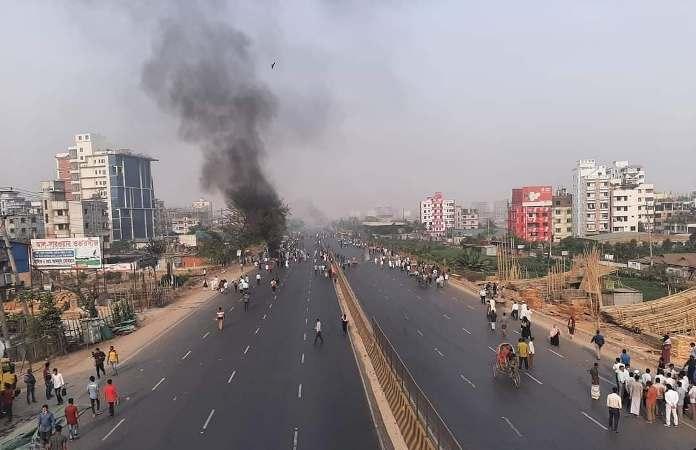 Hartal: Hefazat activists block Dhaka-Chattorgam highway