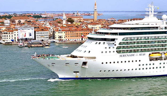 Venice bans cruise ships from historic centre