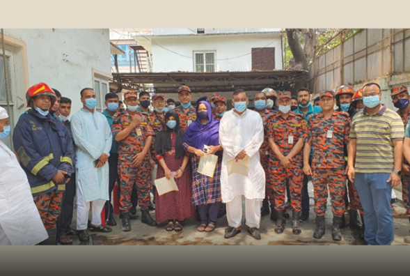 Home minister, family members take fire fighting training