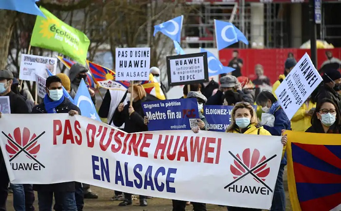 US campaign against Huawei appears to be working, as Chinese tech giant loses sales outside its home market