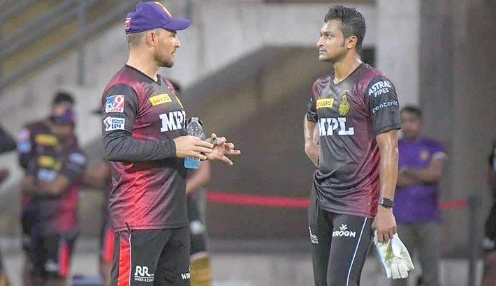 Coach Brendon McCullum are seen during a training session at M A Chidambaram Stadium