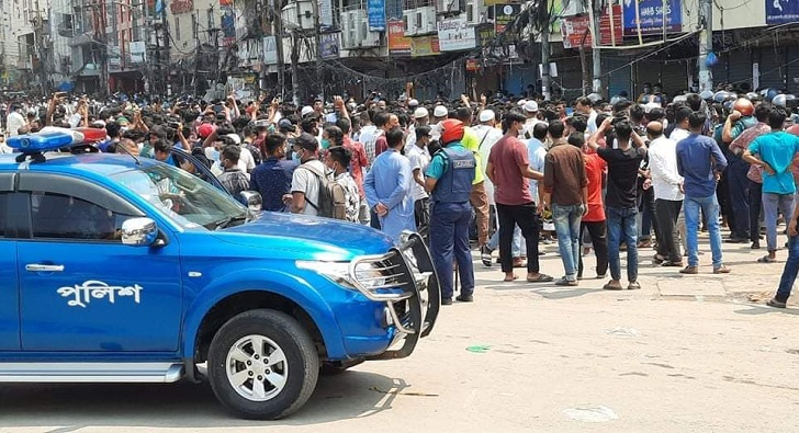 Shop owners in Gausia, New Market stage protest against lockdown