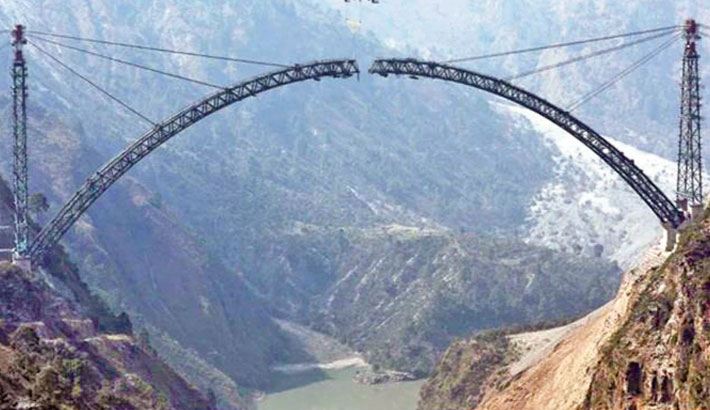 Arch of world's highest railway bridge completed