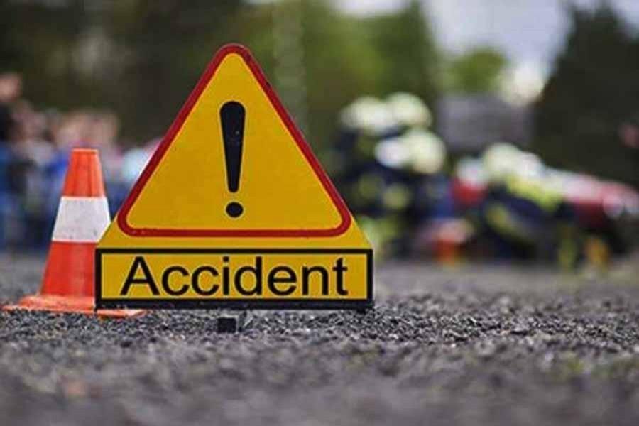 Couple among 3 killed as truck hits auto-rickshaw in Rajshahi