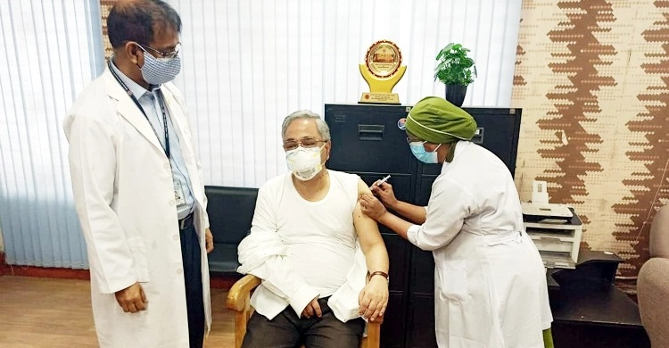 Chief Justice Syed Mahmud Hossain takes second dose of Covid-19 vaccine
