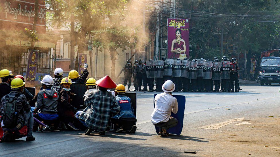 Eleven killed as Myanmar protesters fight troops with hunting rifles, firebombs