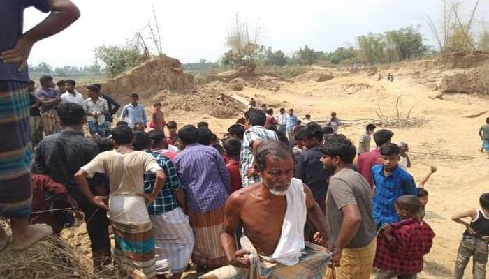 Worker killed in landslide near Halda River bank