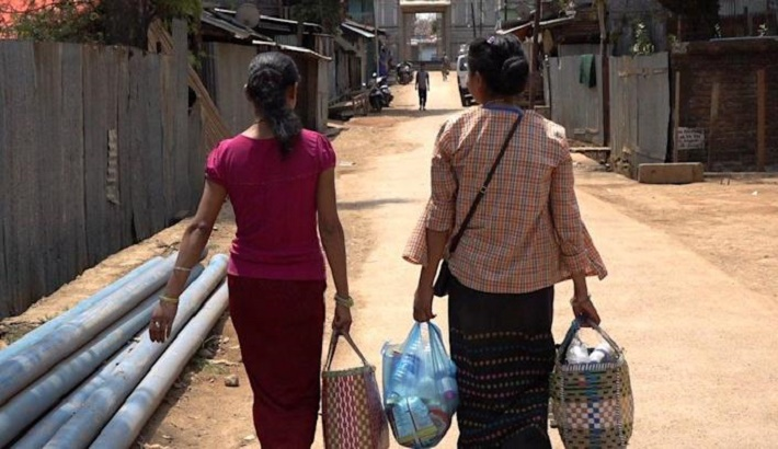 Myanmar citizens flee to India to escape violence
