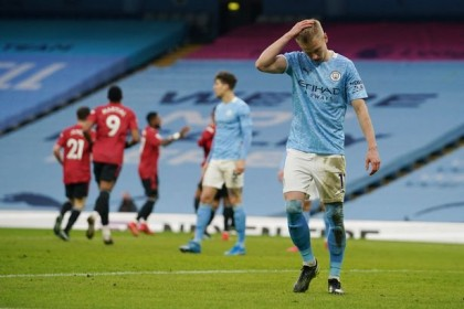 Dallas double sees 10-man Leeds shock Man City