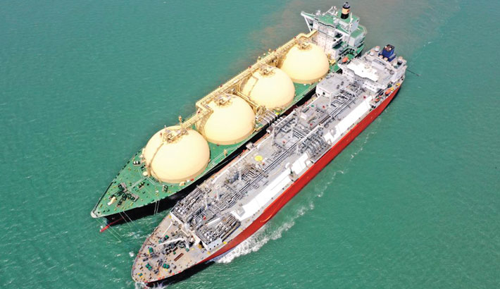 Excelerate touches 2000th STS LNG transfer milestone