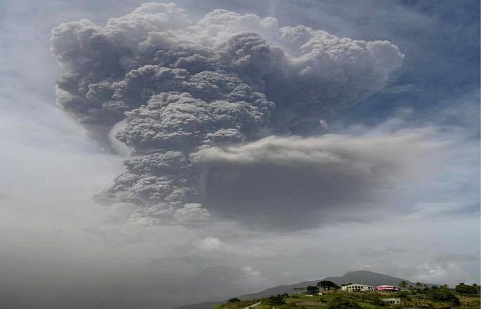 St Vincent volcano: Ash rains down on Caribbean island
