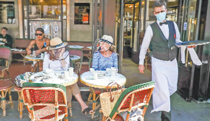 Diners fined for violating corona rules in Paris