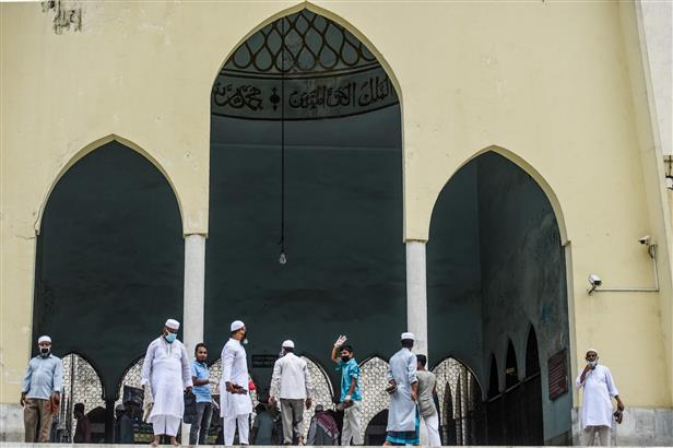 Maximum 20 persons allowed at mosques for prayers