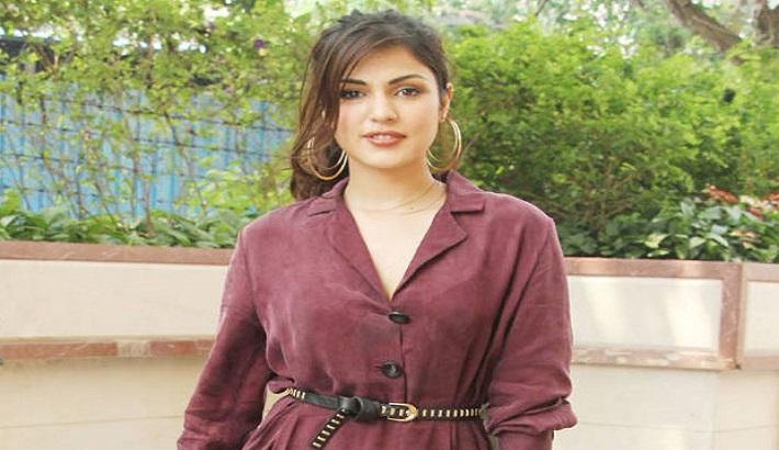 Rhea Chakraborty is 'keeping the faith'