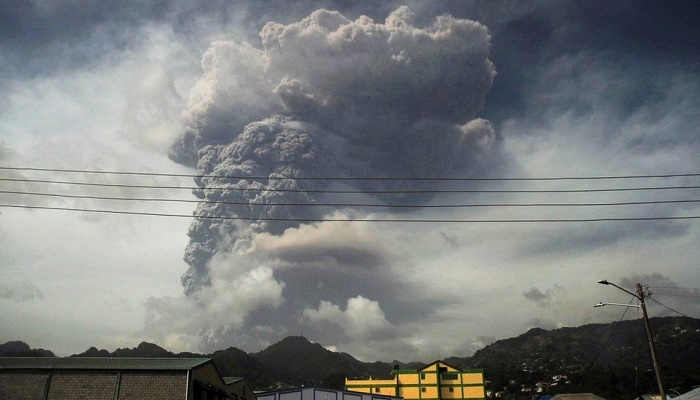 St Vincent volcano: Eruptions likely in coming days, experts warn