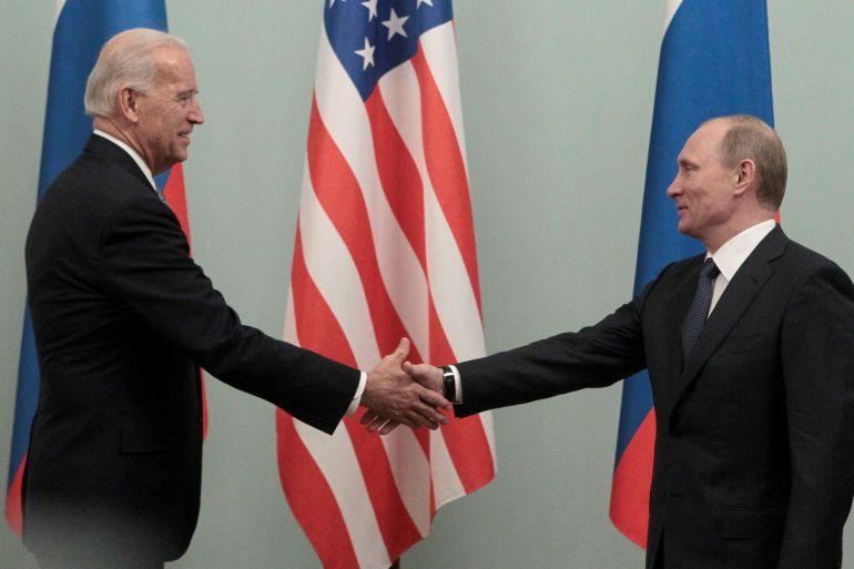 Putin, Biden discuss cooperation by phone