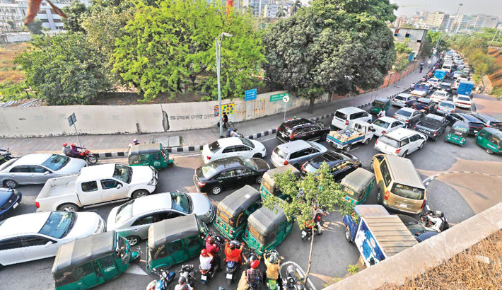 A portion of Hatirjheel is crammed with bumper-to-bumper traffic