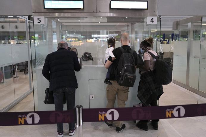 France suspends all Brazil flights due to virus variants