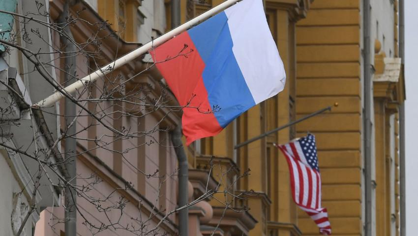 US imposes sanctions on Moscow, expels 10 Russian diplomats