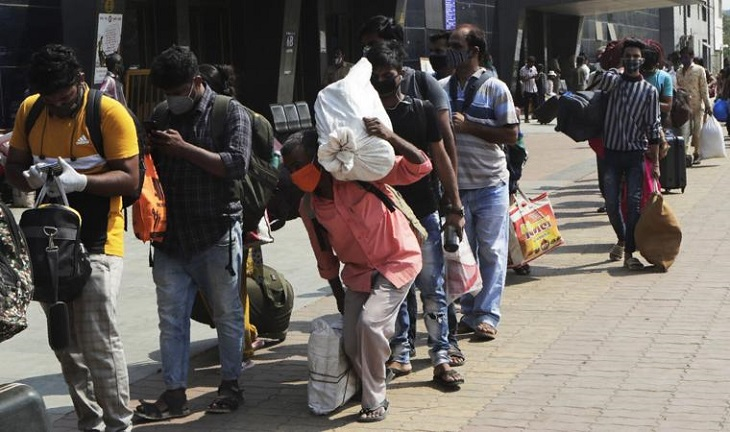 Day workers leaving India's Mumbai as virus dries up jobs