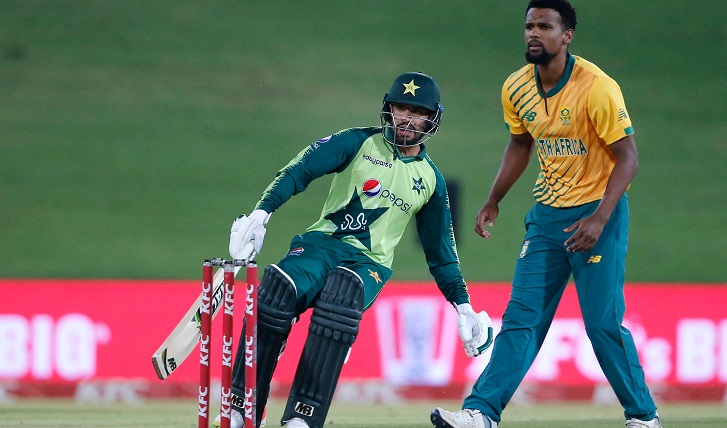 Pakistan beat South Africa with one ball to spare