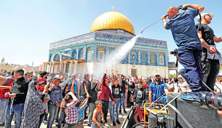 Palestinians hold Aqsa prayers in largest gathering
