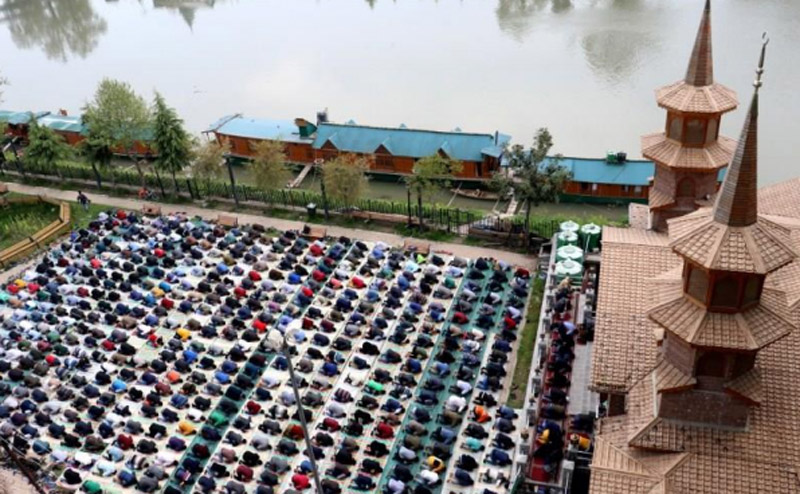 Jammu and Kashmir: Ramadhan begins with religious fervour