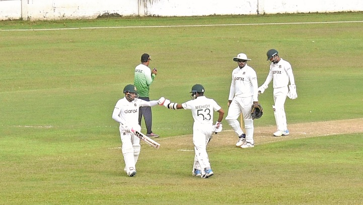 Batsmen rule over bowlers on the first day