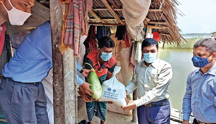 300 workless people get relief in Khulna