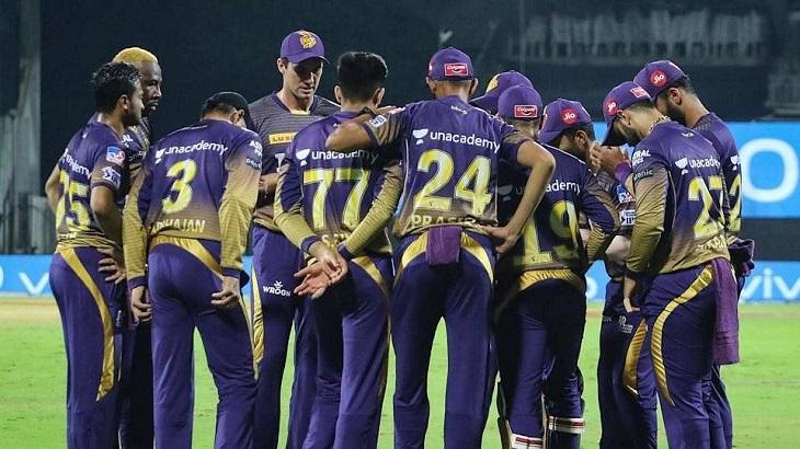 Maxwell, De Villiers star in Bangalore's third IPL win