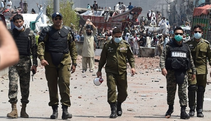7 Pakistan police, rangers taken hostage by anti-France protesters