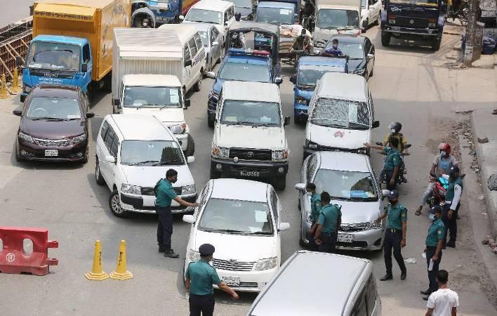 More people, vehicles on Dhaka roads in defiance of lockdown rules