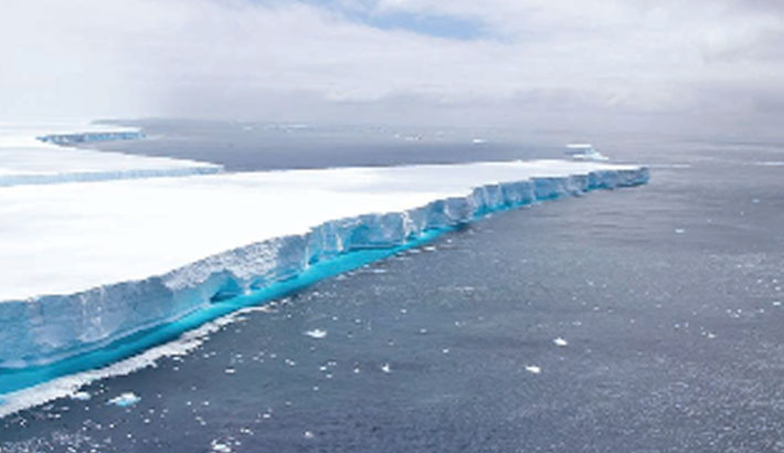Iceberg that became a social media star melts away
