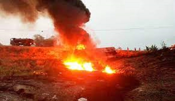 12 die, dozens of houses burnt in Nigeria fuel tanker fire