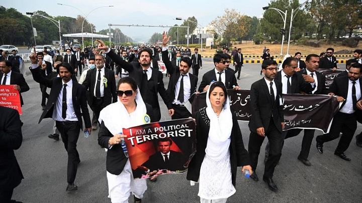 Pakistan parliament postpones debate on expelling French ambassador