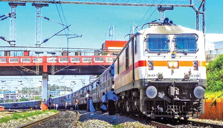 Indian railway 'superhero' pulls off dramatic rescue