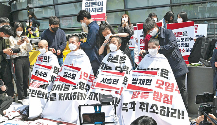 S Korean students shave heads in Fukushima protest